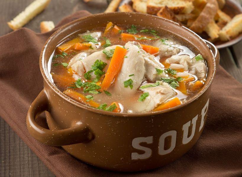 Zuppa di pollo con tagliatelle